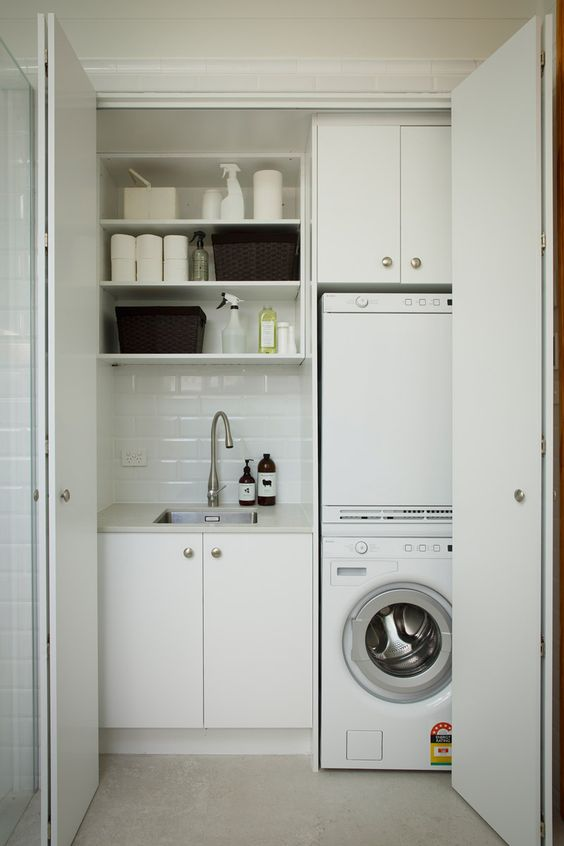 modern+laundry+in+a+closet